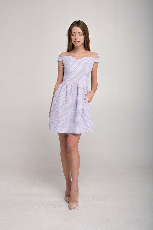 Платье в сердечки с открытыми плечами