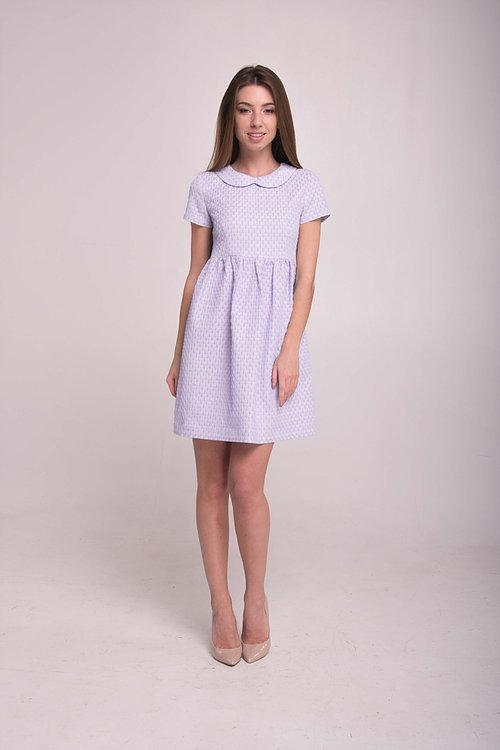Нежное платье с кокетливым воротничком