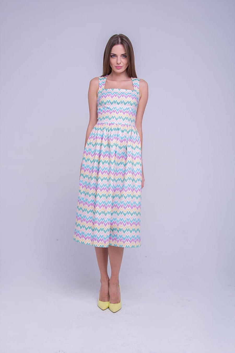 Платье с ярким авторским принтом