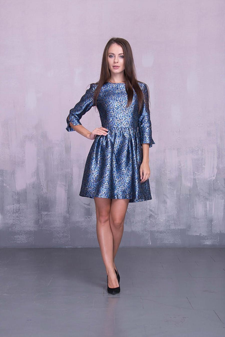 Платье короткое с разрезами на рукавах