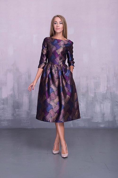 Платье миди с разрезами на рукавах