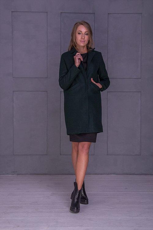 Зеленое теплое пальто