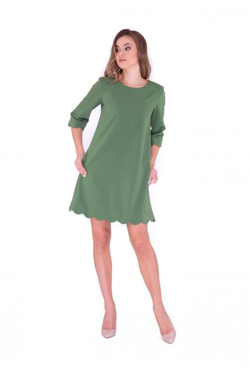 Платье с фистонами
