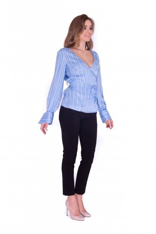 Блуза на запах голубая в полоску